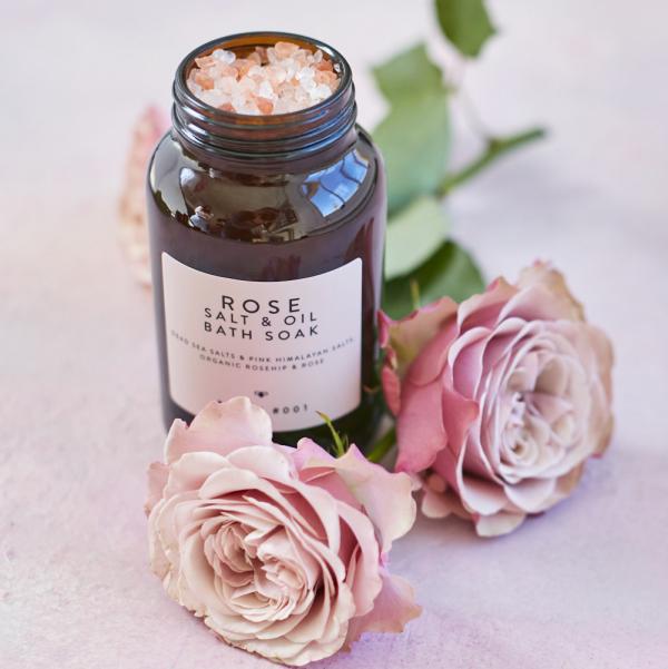 Rose Salt & Oil Bath Soak 280g with pink roses